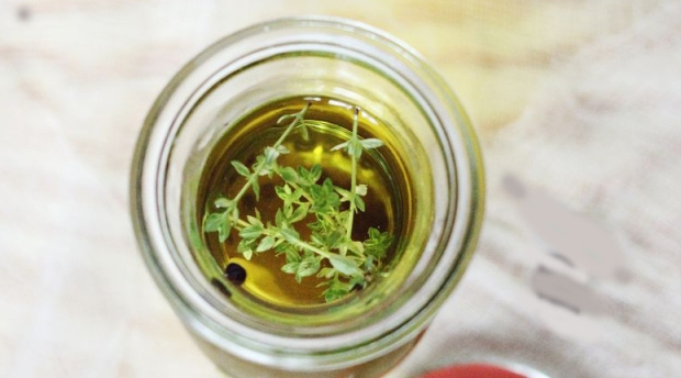 olive oil thyme